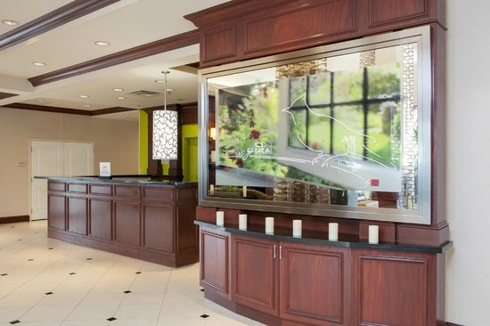 Hilton Garden Inn Indianapolis Airport: Breakfast Bar