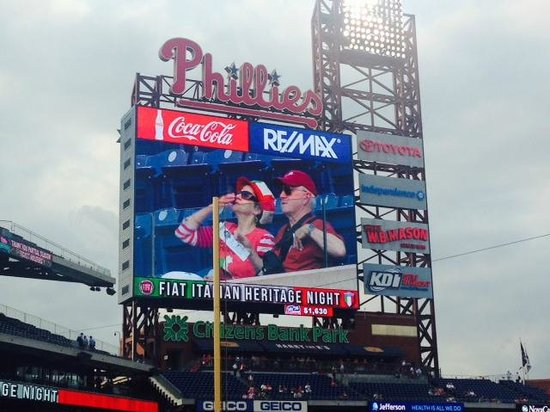 Citizens Bank Park: Citizens Bank  scoreboard