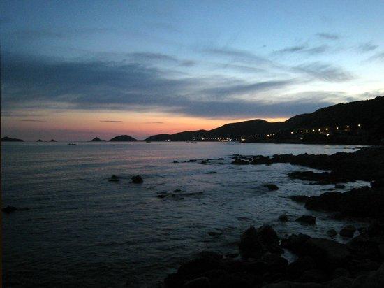 Hôtel Cala Di Sole : Tramonto sulle Isole Sanguinarie
