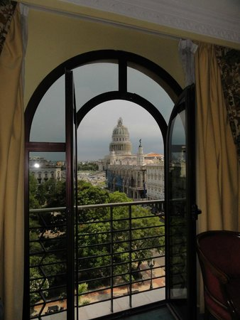 Iberostar Parque Central: View of the Capitolio from our room