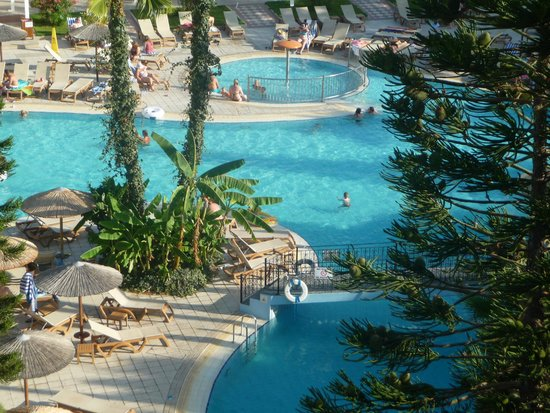 Atlantica Oasis Hotel: view of pool from room 2479