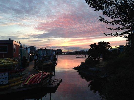 Beasley's Fishing Charters: Sunrise before departure