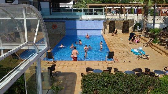 Hotel Don Angel: piscine et au-dessus jacuzzi