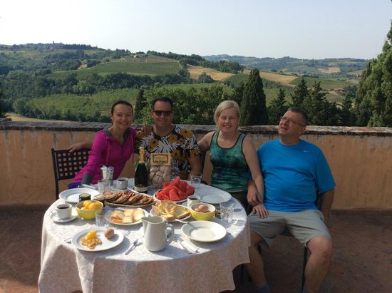 Castello di Montegufoni: Breakfast on our Terrace