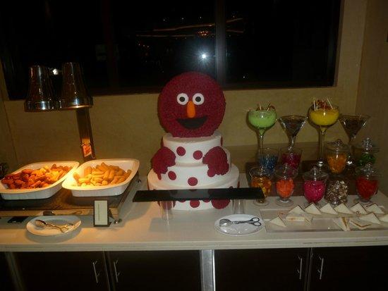 Hilton Ras Al Khaimah Resort & Spa : kącik dla dziewci z posiłkami.