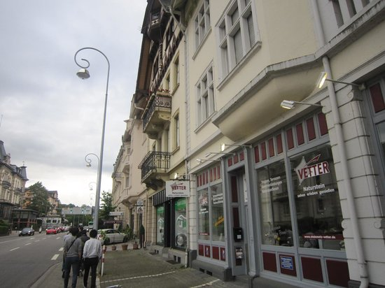 Holiday Inn Express Baden-Baden: The street in front of hotel