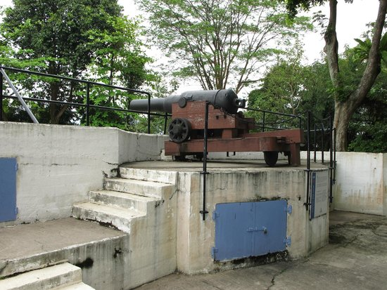 Fort Siloso: Muzzle-loading cannon