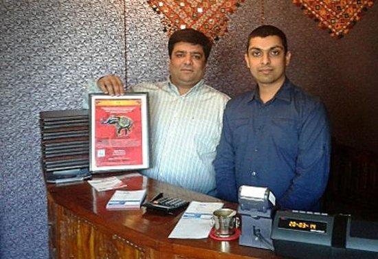 Curry House: Owners: Brijesh Nandani, Kartik Patel