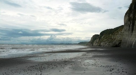 New Plymouth, Nueva Zelanda: At the White Cliffs with low tide
