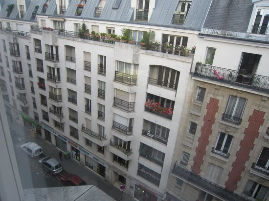 Holiday Inn Paris Montmartre : Scenery from my room