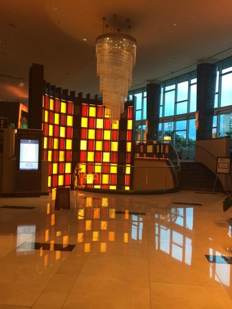 Hyatt Regency Orlando : Love the retro feel of the lobby area
