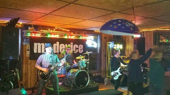 Holcombe, WI: Music at the bar