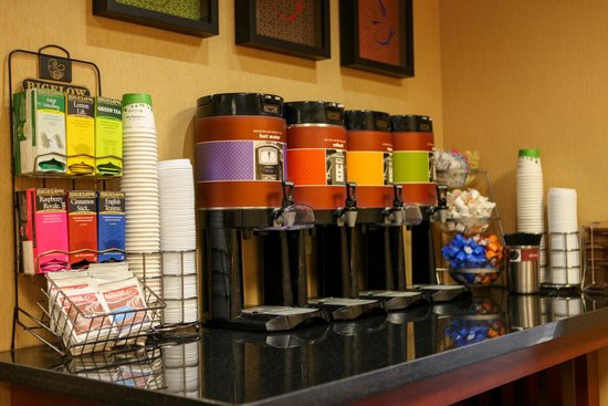 Wingate by Wyndham Springfield: Coffee Station
