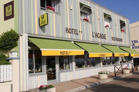 Hotel Restaurant Acadie Saint Victor : Façade côté Mer...