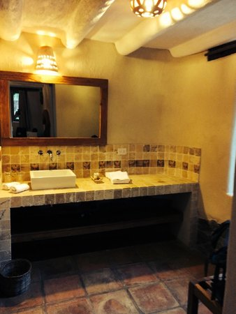 Sacred Dreams Lodge: Bathroom area