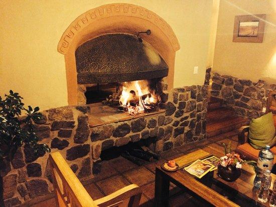 Sacred Dreams Lodge: Fireplace off living area