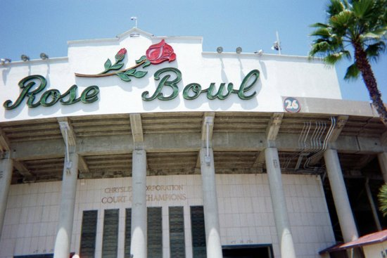 Rose Bowl Stadium: Front of Rose Bowl