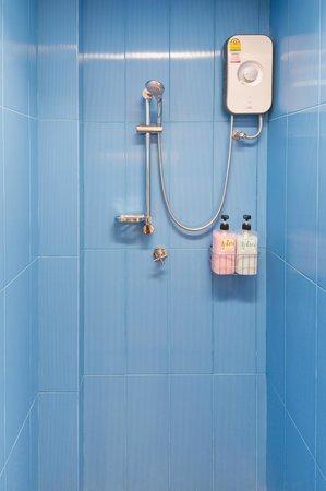 Yim Bangkok (Yim Huai Khwang) : Shower room