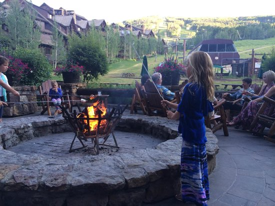 The Ritz-Carlton, Bachelor Gulch : s'mores every night!