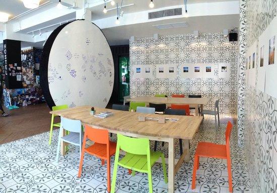 Yim Bangkok (Yim Huai Khwang) : Gallery and Dining area