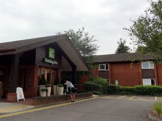 Holiday Inn Guildford: Exterio