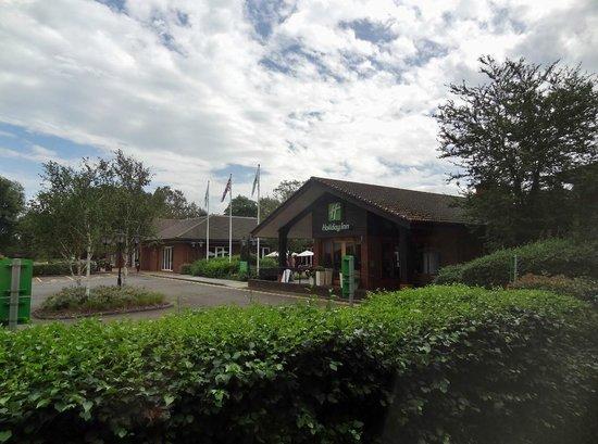 Holiday Inn Guildford: Entryway