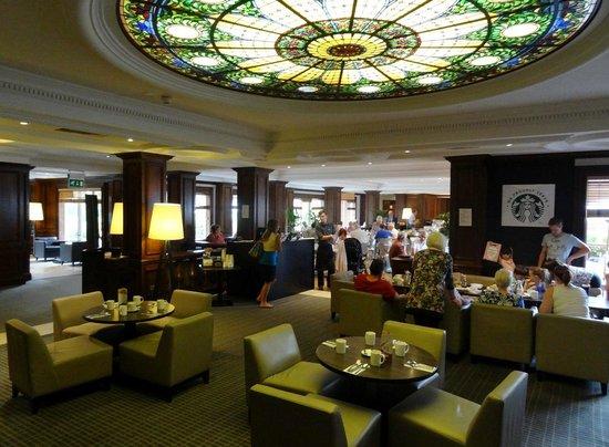 Holiday Inn Guildford: Breakfast area