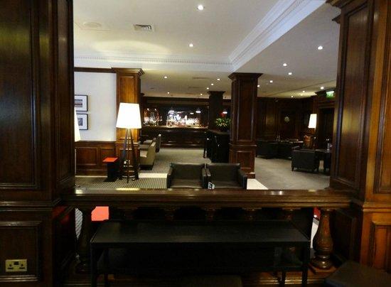 Holiday Inn Guildford: Lobby / Bar