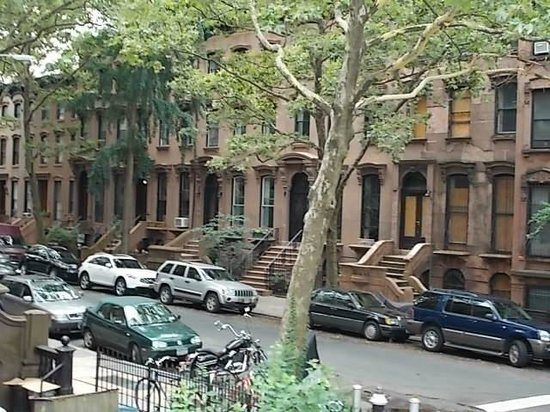 New York City Sightseeing: OUTSIDE SHOTS OF DR.HUXTABLE HOUSE