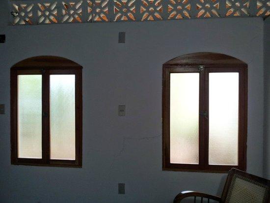 Il Padrino Hotel: Windows in the triple room