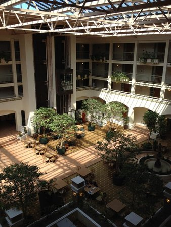 Embassy Suites by Hilton San Luis Obispo: Courtyard