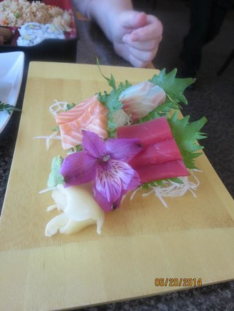 Little Tokyo : Sashimi Meal - beautiful presentation, great taste