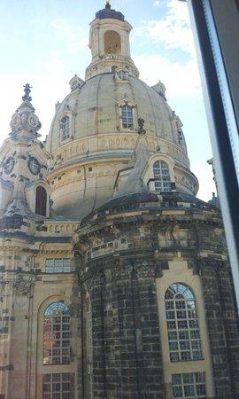 Hotel Suitess zu Dresden: Frauenkirke right outside our window