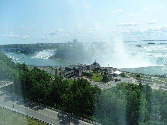 Niagara Falls Marriott Fallsview Hotel & Spa: American Falls and Canadian Falls - view from living room