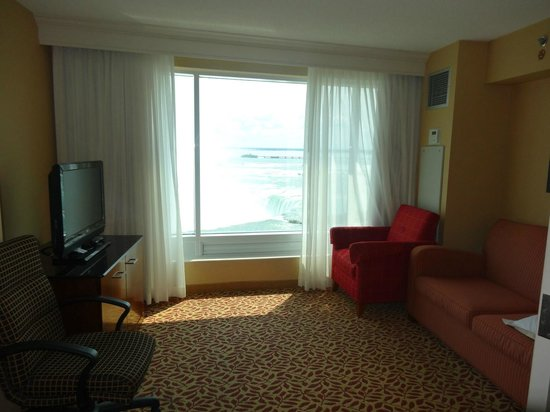 Niagara Falls Marriott Fallsview Hotel & Spa: Separate living room