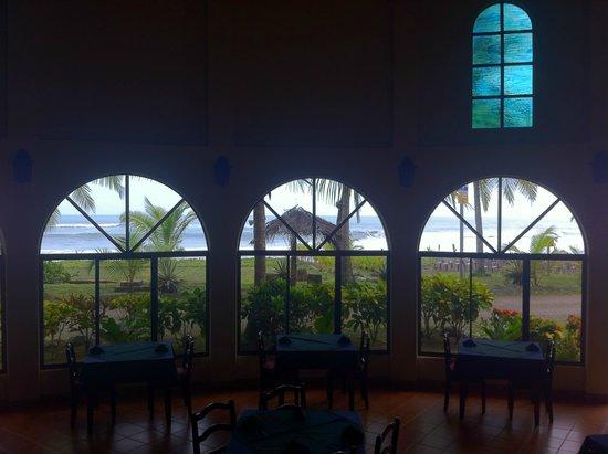 Delfin Beachfront Resort: View of beach from inside hotel