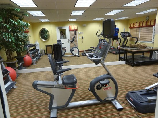 TownePlace Suites Boise West/Meridian: The little gym. The white line on the floor marks the mirror, so it looks bigger than it is. :-)