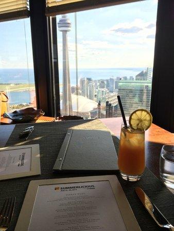Canoe Restaurant & Bar: Pretty view!