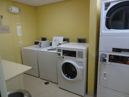 TownePlace Suites Boise West/Meridian: laundry facilities next to pool and gym