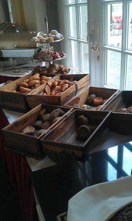 Althoff Grandhotel Schloss Bensberg: Brotauswahl zum Frühstück