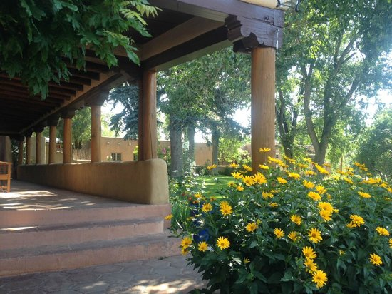 Inn on La Loma Plaza: The view from breakfast on the patio