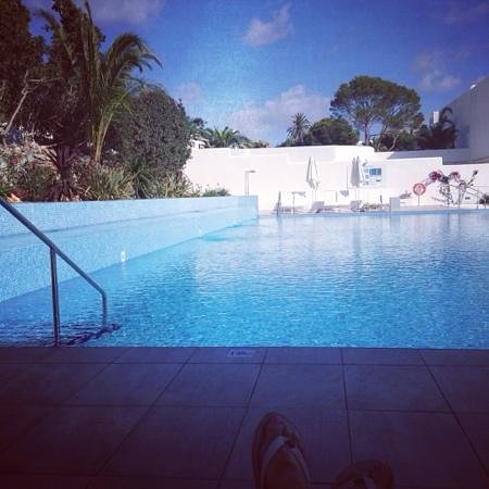 TUI BLUE Rocador: pool area by day