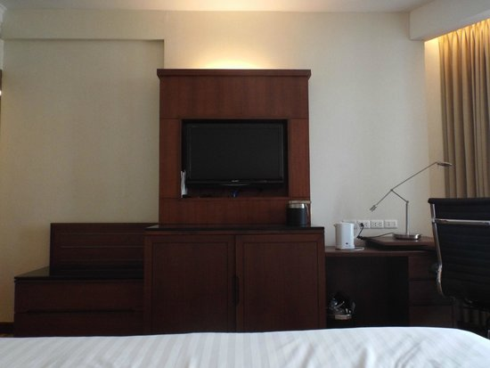 Rembrandt Hotel Bangkok: Room TV