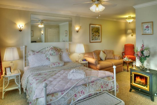 Harborage Inn on the Oceanfront: Deluxe Room #9 - Portside