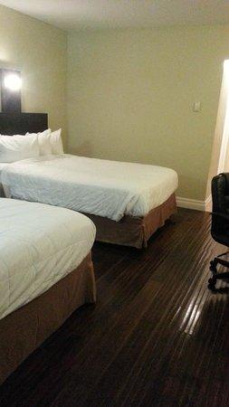 Quality Hotel Fallsview Cascade : Renovated Room