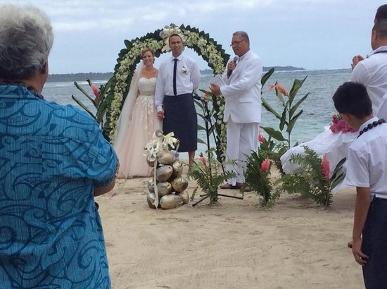 Coconuts Beach Club: Married in paradise xx