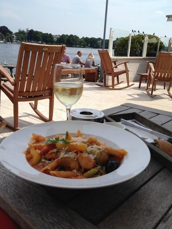 Alster Cliff: Lunch with a view