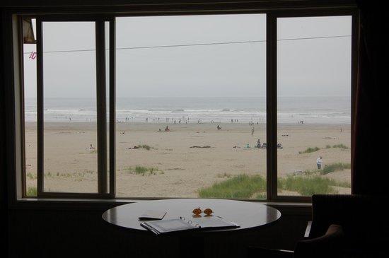 Ebb Tide Oceanfront Inn: Beach in front of Ebb Tide hotel