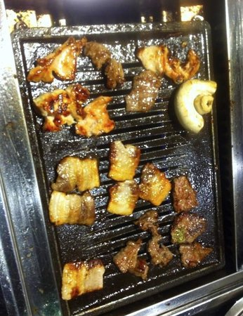 Seoul BBQ & Sushi: Cooking the meat on the griddle. Fantastic