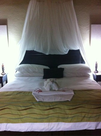 Falls Resort at Manuel Antonio: Bed